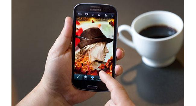 Adobe выпустила приложение Photoshop Touch для смартфонов