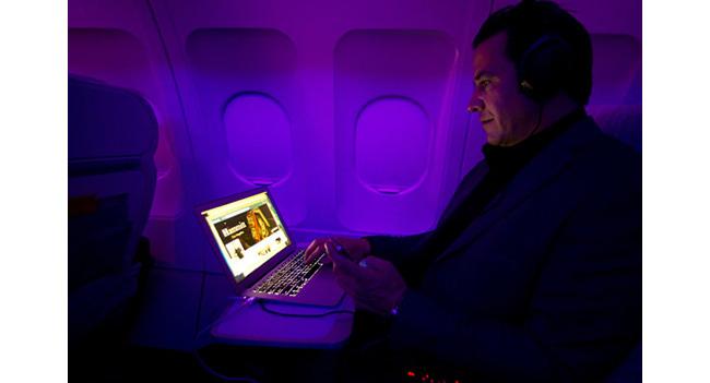 В США может быть смягчен запрет относительно использования устройств портативной электроники в самолетах