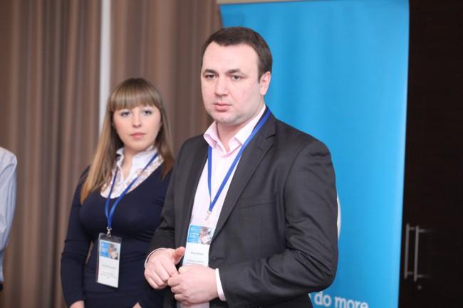 Игорь Хамаза, менеджер по развитию бизнеса S&P в Украине и странах СНГ, и Оксана Филоненко, продакт-менеджер по мониторам и аксессуарам Dell (компания МУК)