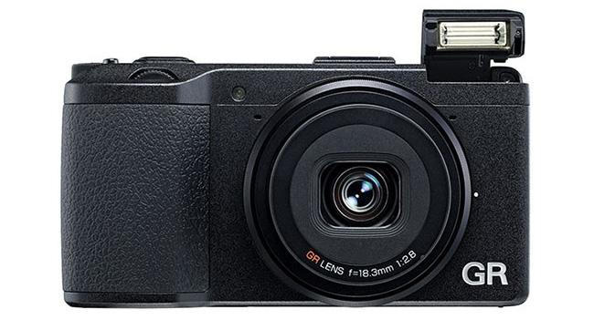 Ricoh анонсировала компактную фотокамеру GR с APS-C сенсором