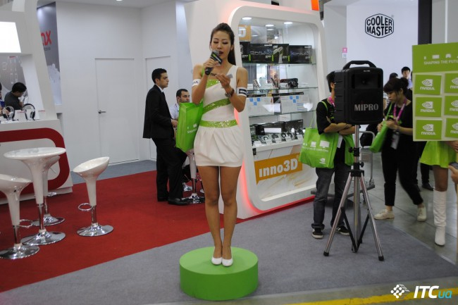 Computex_2013_Booth_Babes_2g
