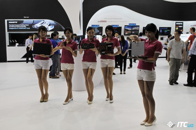 Computex_2013_Booth_Babes_7g