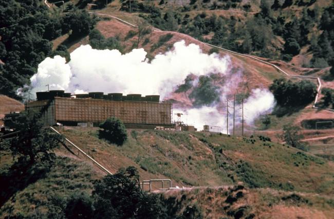 Мощность ГеоТЭС «Гейзерс» (штат Калифорния, США) изначально составляла 2 тыс. МВт, но постепенно падает