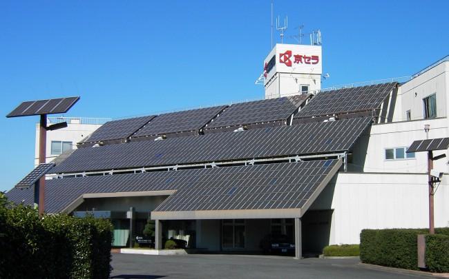 Солнечные панели зачастую встраивают прямо в крыши жилых домов