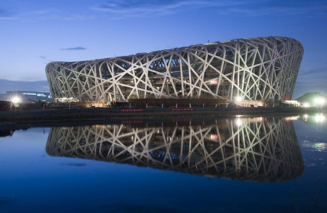 Национальный стадион в Пекине густо усеян солнечными батареями производства Suntech