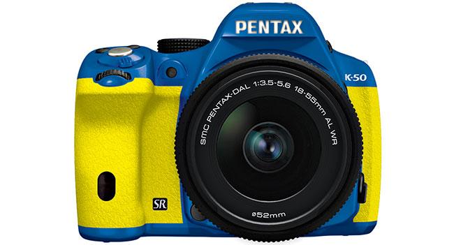 В Украине начались продажи зеркальной камеры Pentax K-50 с уникальным цветовым дизайном
