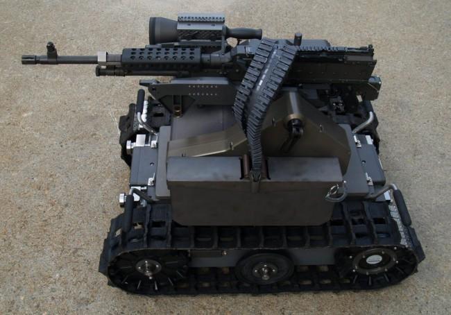 Гусеничный военный робот Swords многоцелевого назначения