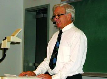 Мерс Кутт на лекции в 2001 году
