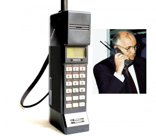 Сотовый телефон Nokia Cityman, он же «Горба» (справа – Михаил Горбачев)