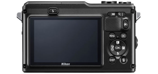 Nikon AW1 - первая водонепроницаемая камера со сменными объективами