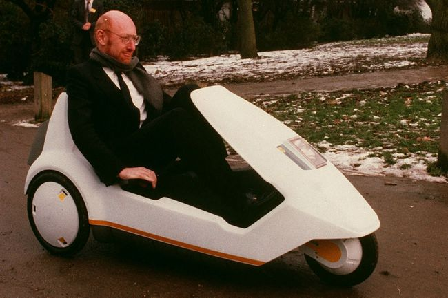Клайв Синклер за «рулем» своего C5