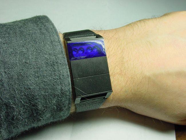 Прародитель «умных часов» от Клайва Синклера – чтобы посмотреть время, нужно было нажать на одну из двух больших кнопок