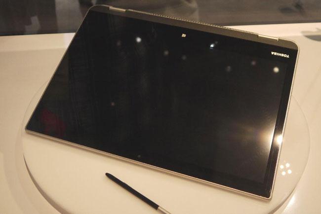 Toshiba показала на CES компьютерное устройство 5-в-1