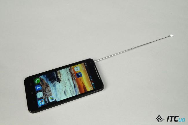 Выдвижная антенна позволяет улучшить качество приема сигнала