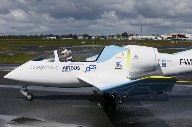 Полностью электрический самолет E-Fan в 2020 году Россия построит своего конкурента