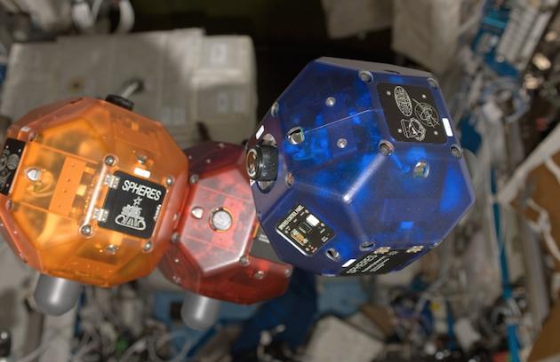 Смартфоны Google Project Tango будут отправлены на МКС для улучшения роботов