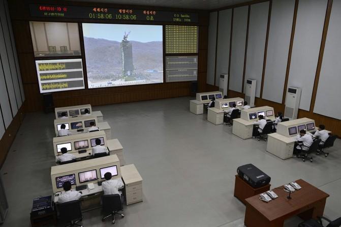 В Северно-Корейском Центре управления полётом без компьютеров никак не обойтись