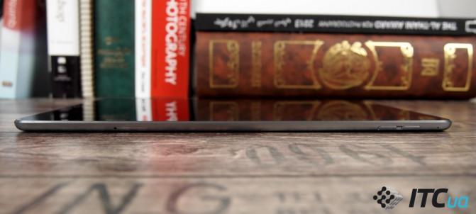 На правом боку Air 2 можно найти клавиши регулировки громкости, а также слот для nanoSIM-карты в версии с 3G/LTE модемом.