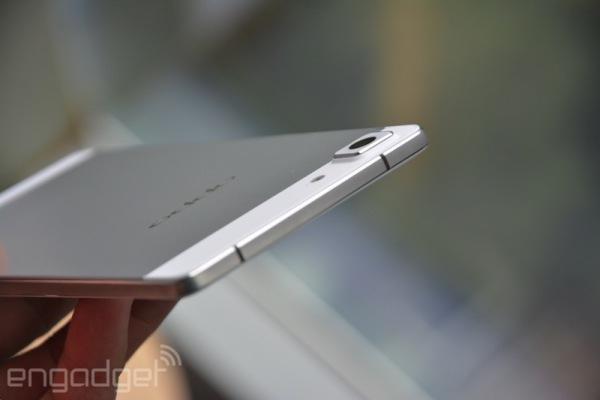Самый тонкий в мире смартфон Oppo R5 толщиной всего 4,85 мм поступит в продажу в декабре по цене $499