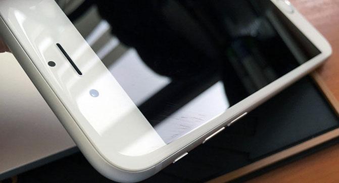 Владельцы iPhone 6 и iPhone 6 Plus жалуются на появление царапин на защитном стекле дисплея