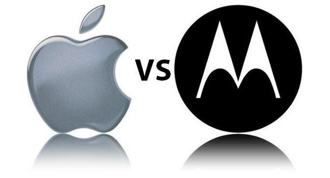 Управленцы Motorola и Apple устроили заочную перепалку в прессе
