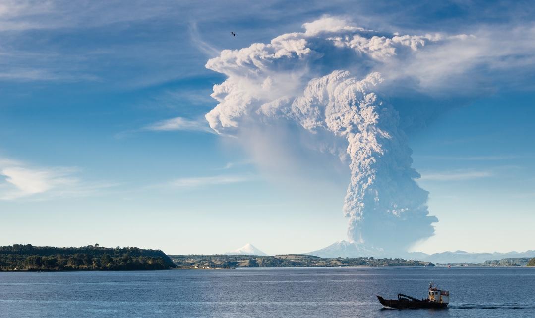 Гнев природы — он страшен! В Чили проснулась опаснейшая огнедышащая гора (фото, видео)