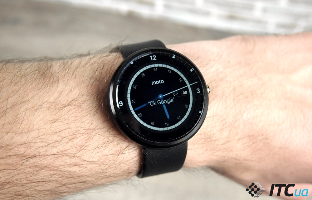 Moto smart watch часы обзор