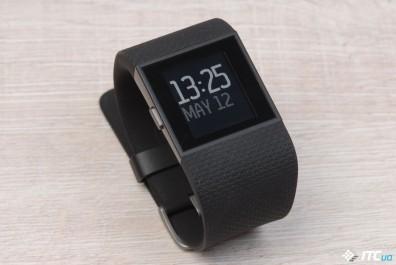 Обзор спортивных часов Fitbit Surge
