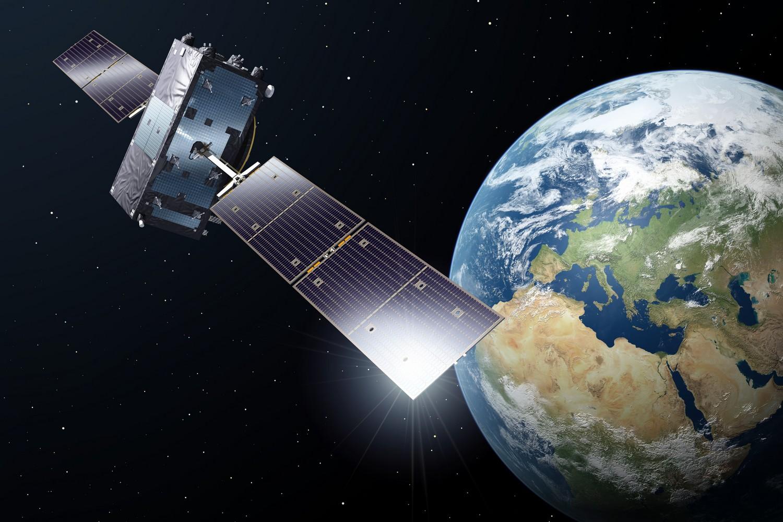 Fotos de satelites orbitando la tierra 12
