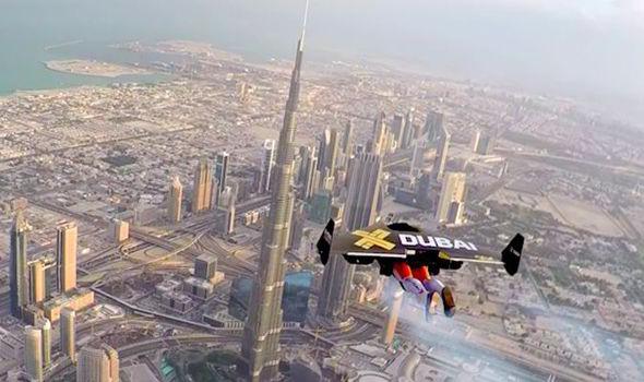 Джетпаки в небе над Дубаем