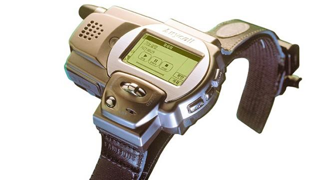 Ещё в 1999 году Samsung выпустила первый часофон SPH-WP10