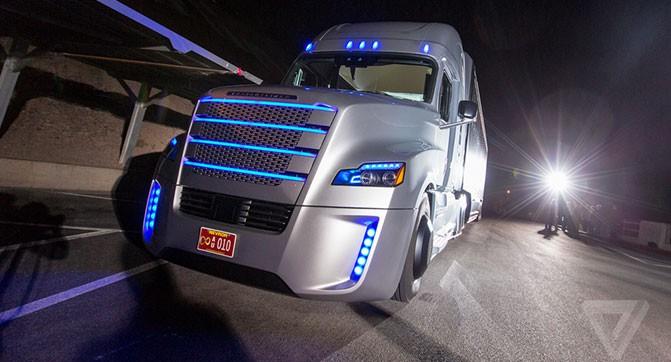 В США показали первый частично самоуправляемый тягач, который может использоваться на трассах общего назначения
