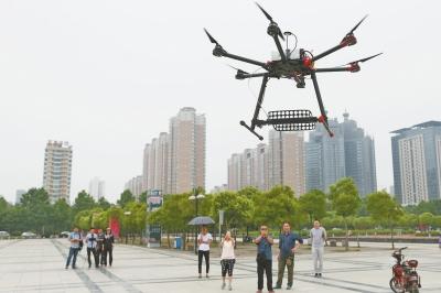 В Китае начали использовать дроны, чтобы следить за списыванием на экзаменах