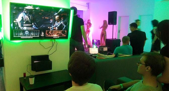 В Киеве открыли игровой клуб с дополнительными развлечениями