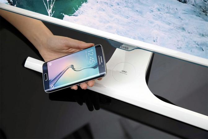 Samsung-Qi-Monitor (1)