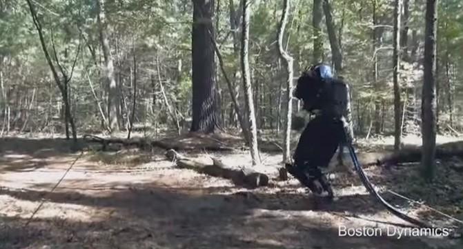 Boston Dynamics показала возможность передвижения её человекоподобных роботов по пересечённой местности
