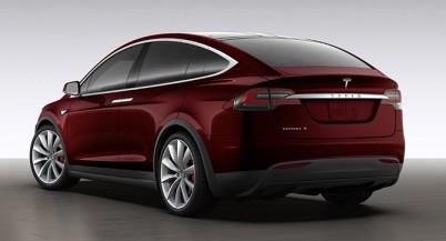 Tesla начала принимать предварительные заказы на Model X за $132000 и сделала доступной модернизацию Roadster 3.0