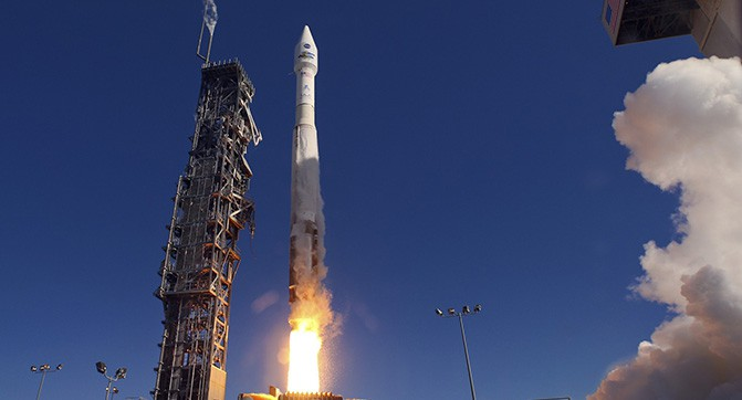Space_Space_rocket_launch_082296_
