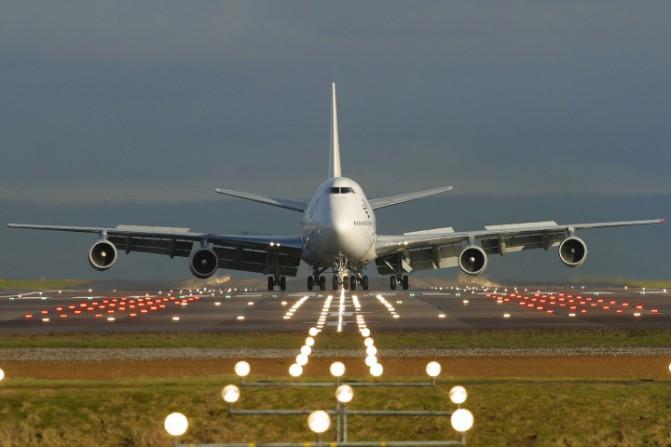 boeing_747-300_taxiing_on_runway