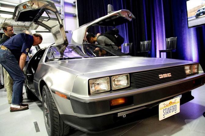 В Стенфорде создали самоуправляемый электромобиль Marty на базе DeLorean DMC-12, предназначенный для дрифтинга