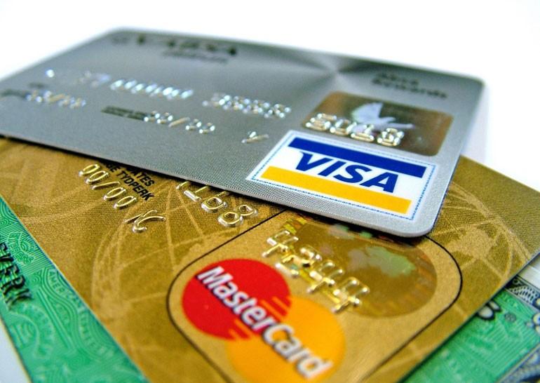 Украинцам начали блокировать банковские карты из-за подозрительных доходов