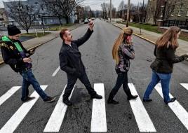 Депутаты ВРУ предлагают штрафовать пешеходов за разговор по мобильному на проезжей части