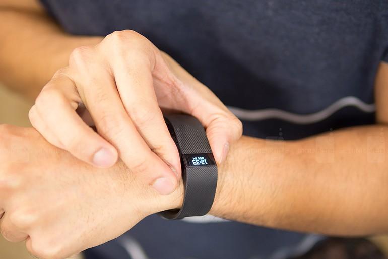 Студентов в одном из ВУЗов в США обязали использовать фитнес-трекеры Fitbit