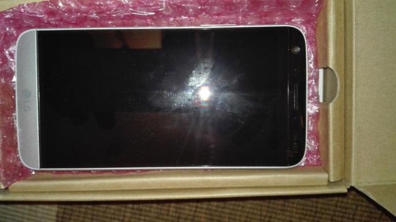 Purported-LG-G5-leaks-in-the-flesh (1)