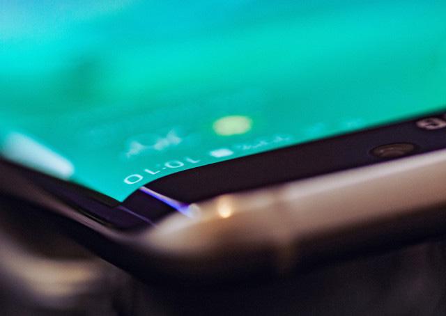 Смартфон Samsung Galaxy S7 поступит в продажу по цене от €700 за базовую версию, Galaxy S7 edge - от €800