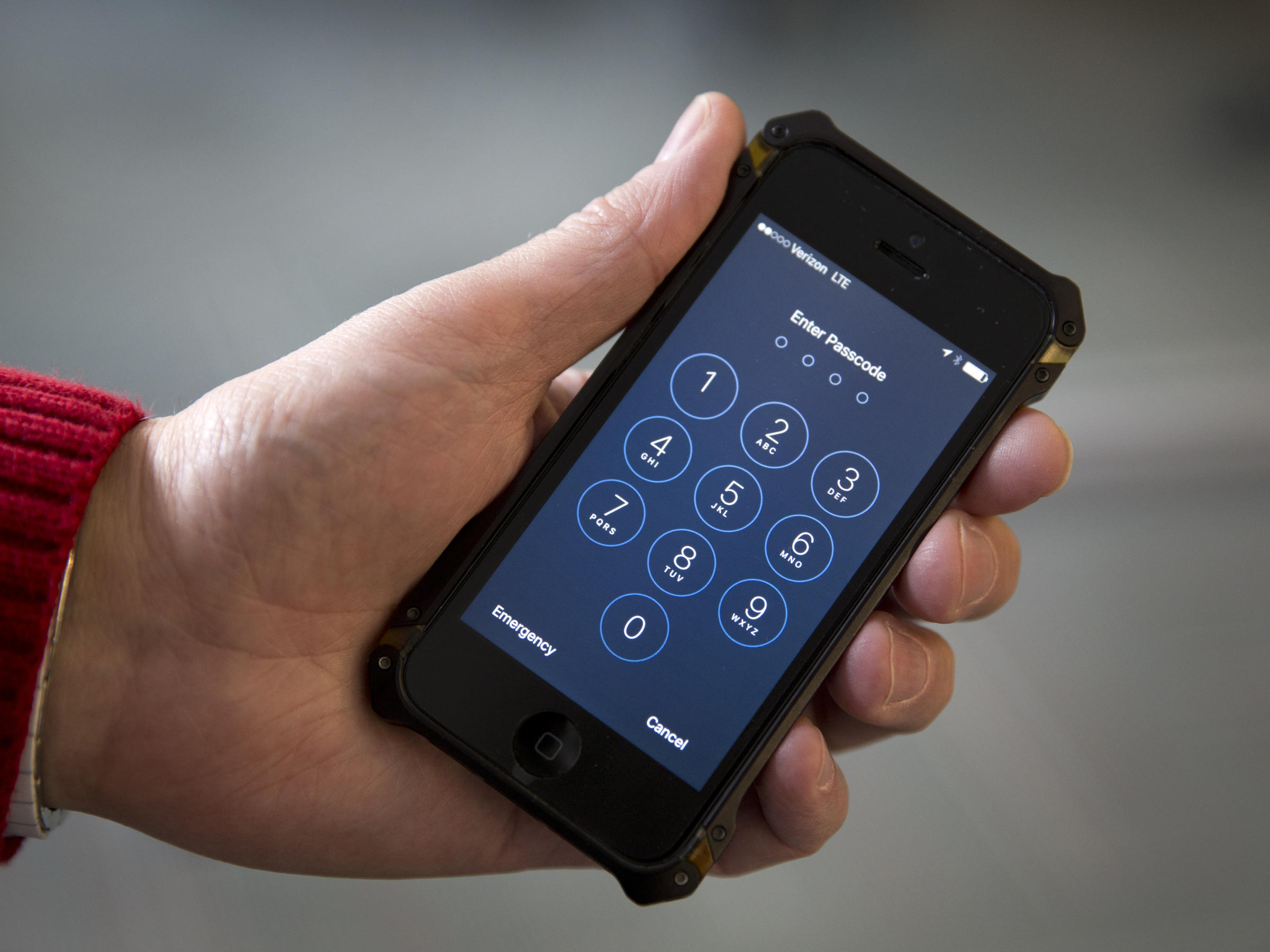 ФСБ знает как взломать iPhone без помощи Apple