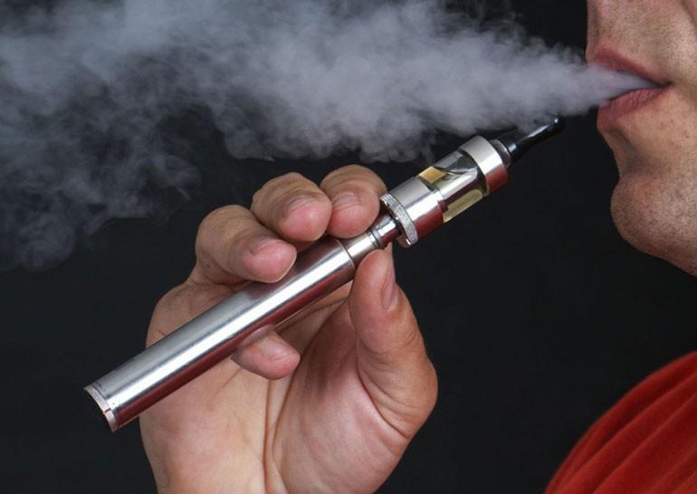 В США запрещено использование электронных сигарет в самолётах