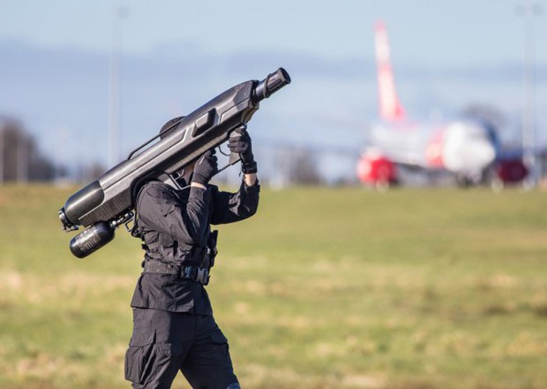 SkyWall 100 - переносная система для устранения нежелательных дронов