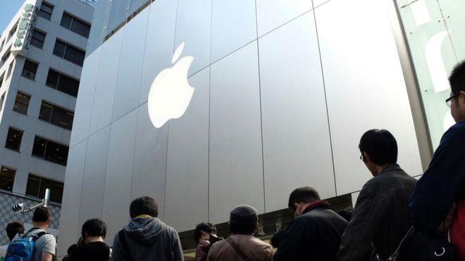 Миллиардер Карл Айкан реализовал все акции Apple из-за Китая