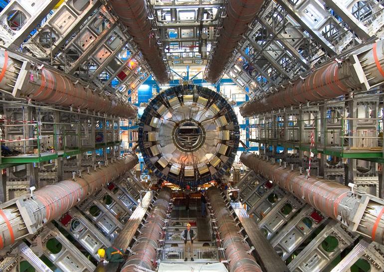 В ЦЕРН опубликовали более 300 ТБ данных о работе Большого адронного коллайдера